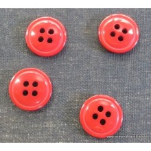 Botón rojo vino, 4 agujeros...
