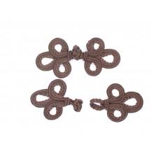Botón alamar de color marrón