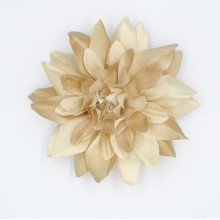Flor de raso con broche
