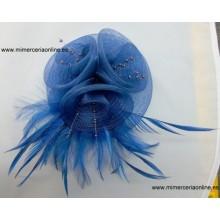 Flor solapa, color azul, con plumas y bolas